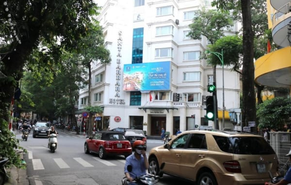 Màn hình Led tại Nút giao Quán Thánh - Hàng Bún, Hà Nội