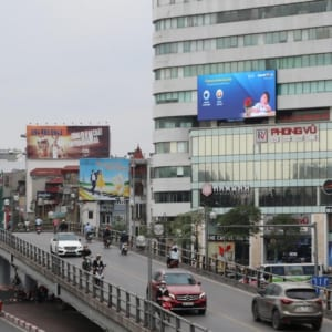 Màn hình Led tại Nút giao Thái Hà - Chùa Bộc, Hà Nội