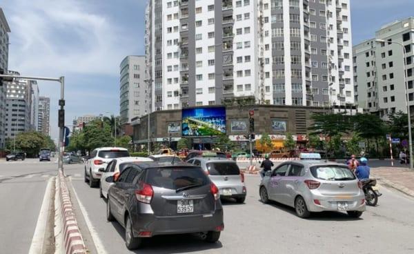 Màn hình Led tại Nút giao Trần Thái Tông - Duy Tân, Hà Nội